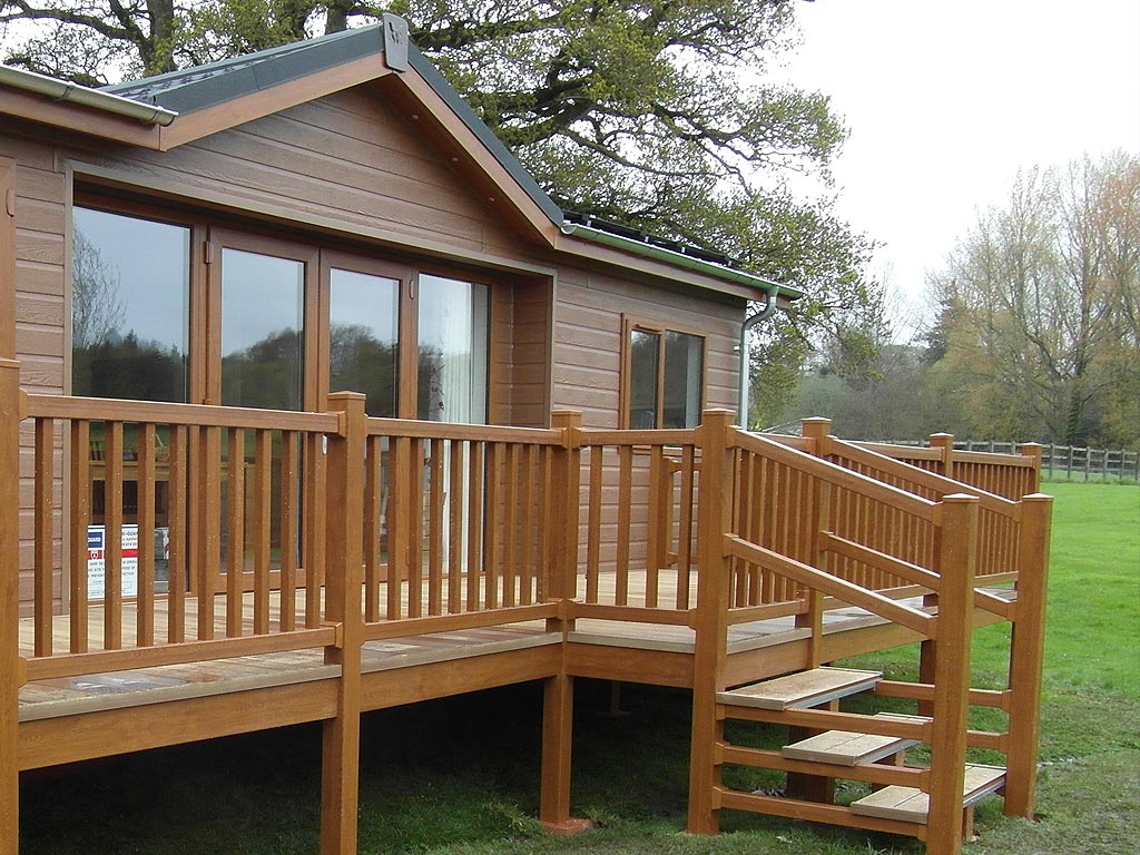 summerhouse_decking
